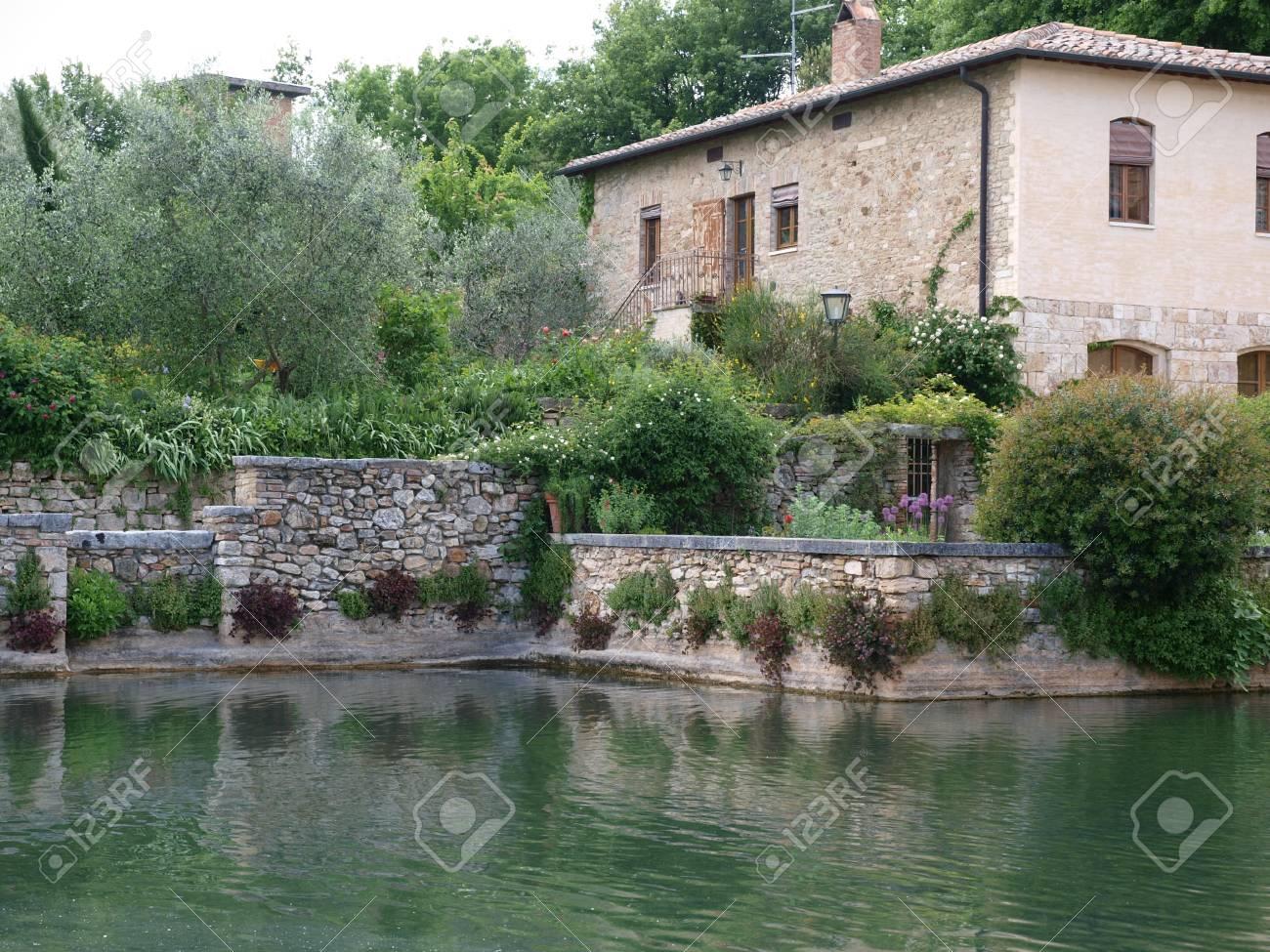https://previews.123rf.com/images/wjarek/wjarek1202/wjarek120200105/12345031-bagno-vignoni-in-tuscany-spa-known-for-the-middle-ages.jpg
