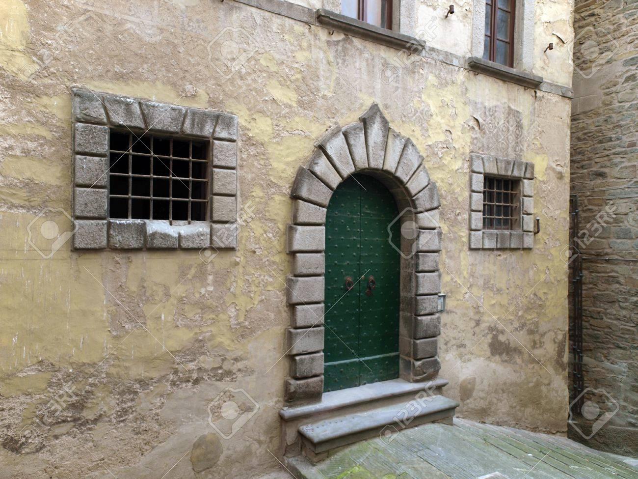 Treppen Und Turen In Das Alte Haus In Der Toskana Lizenzfreie Fotos