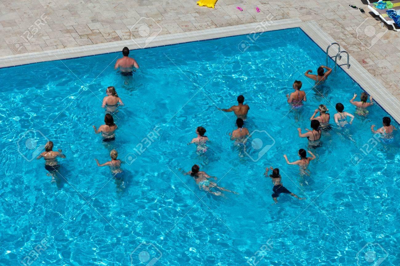 piscina con gente
