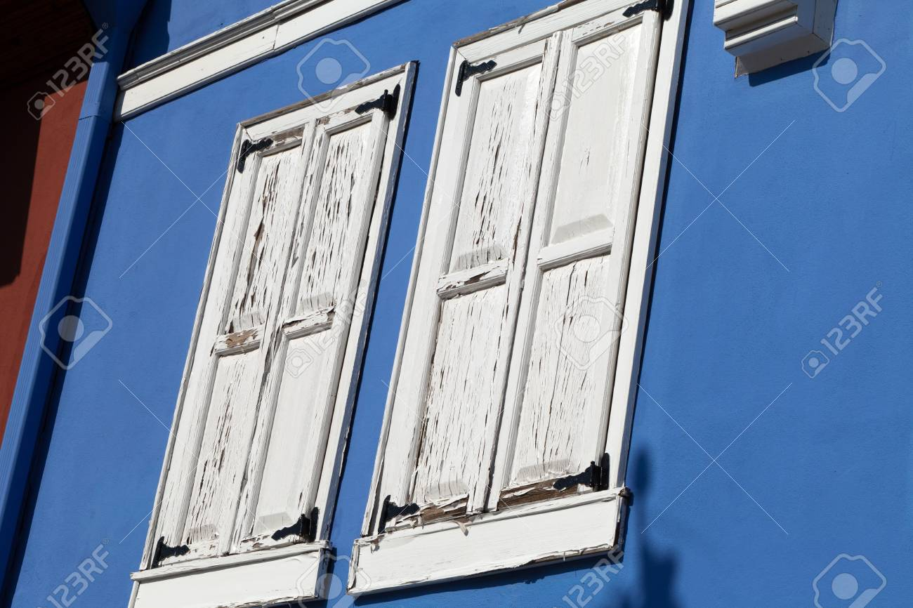 Old white shutter Stock Photo - 21037086