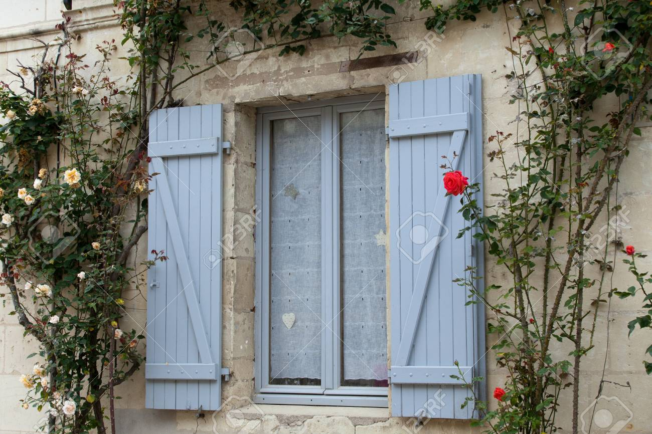 The romantic window with red roses Stock Photo - 21228450
