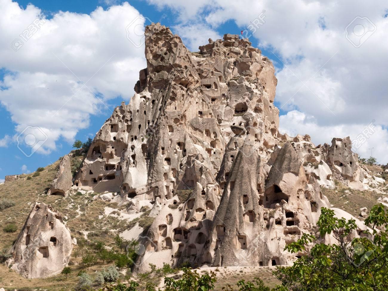 Vista Del Castillo De Uchisar En Capadocia, Turquía Fotos, Retratos,  Imágenes Y Fotografía De Archivo Libres De Derecho. Image 39877313.