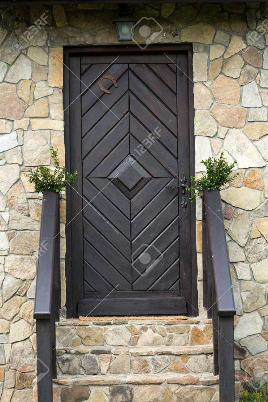 Escalier Dans Maison Ancienne escalier en pierre à la porte d'une maison ancienne