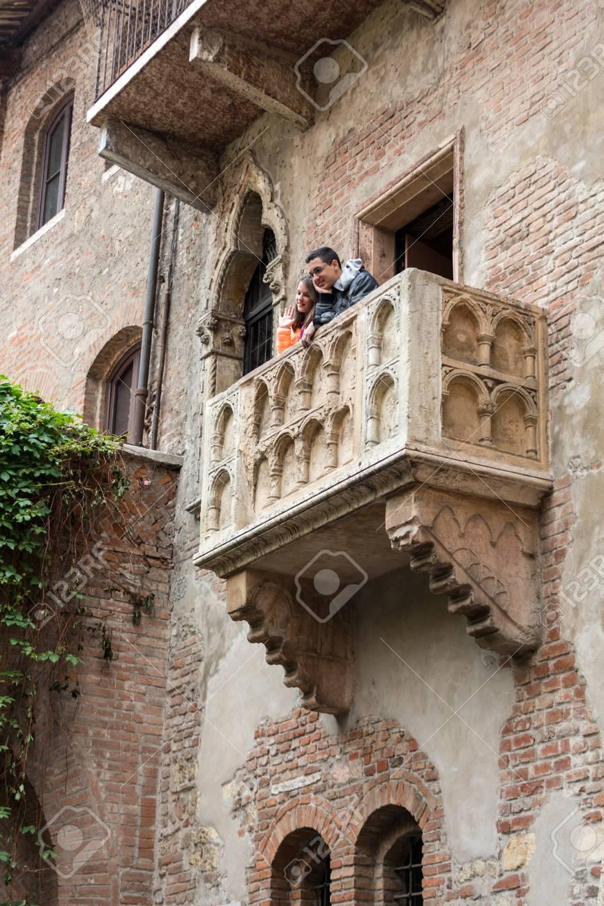 VERONA, ITALIA - 1 ° MAGGIO 2016: Balcone Di Juliet A Verona. Romeo ...