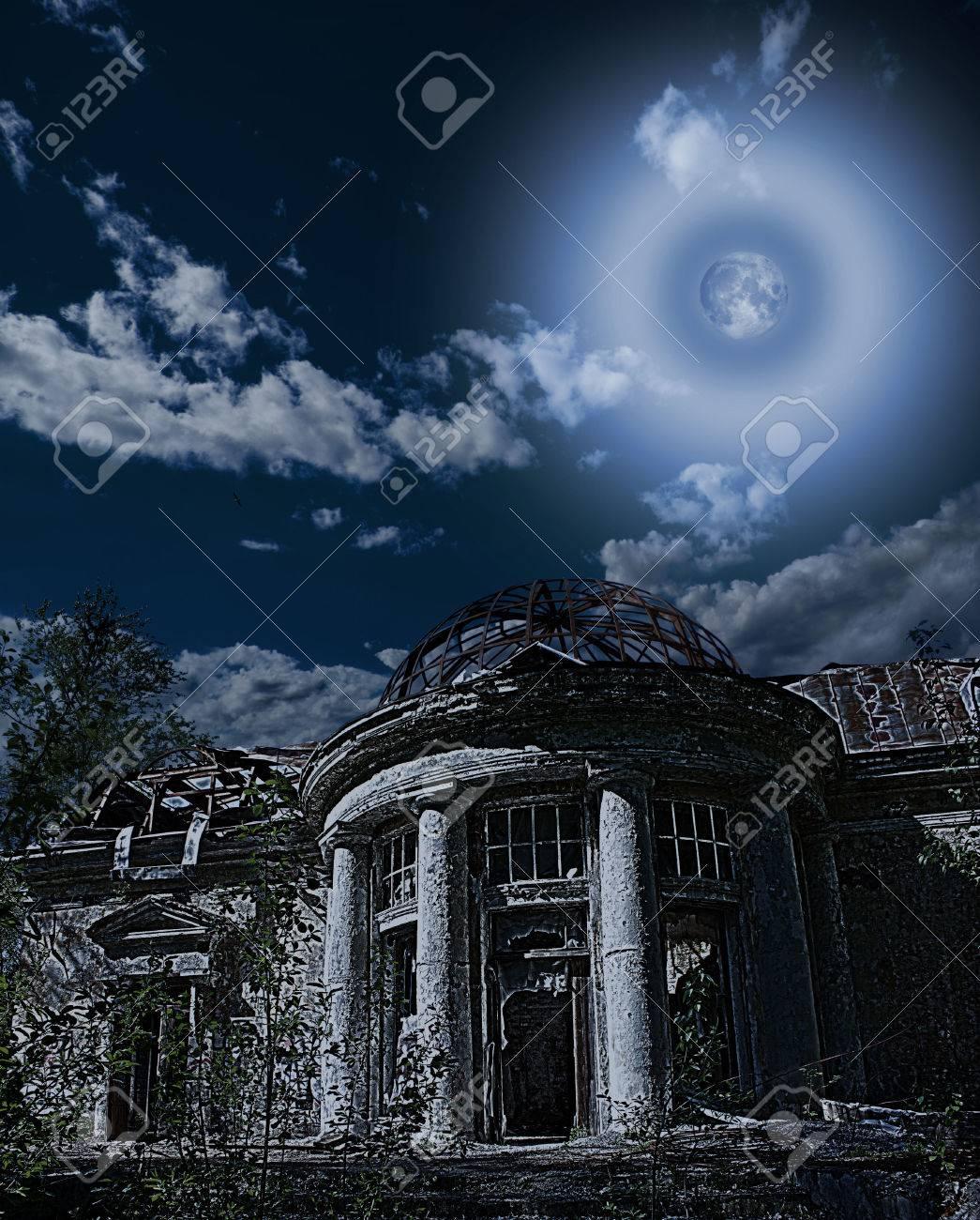 Casa Rural En Ruinas Con Una Rotonda Romántico Y Terraza En El Jardín Bajo La Luna Hormiga Cielo Niht