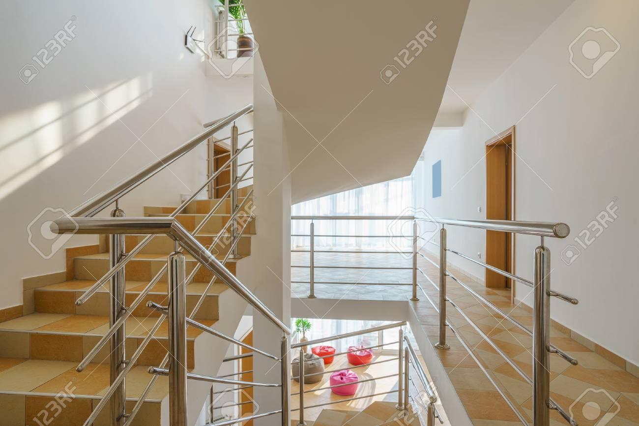 Beautiful Intérieur Du0027une Villa, Escalier Banque Du0027images   69321742