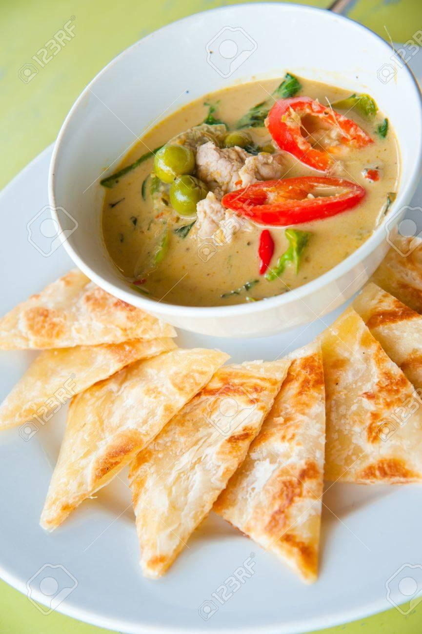 Art Indisches Essen Von Mehl Mit Grünem Curry Hühnchen Gemacht ...