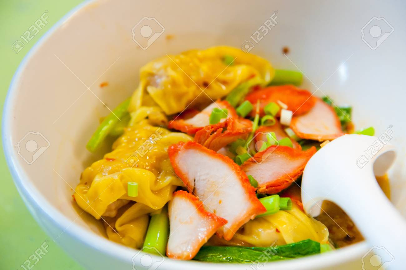 Egg chinese dry noodles with roast red pork, dumpling and vegetables Stock Photo - 10280652