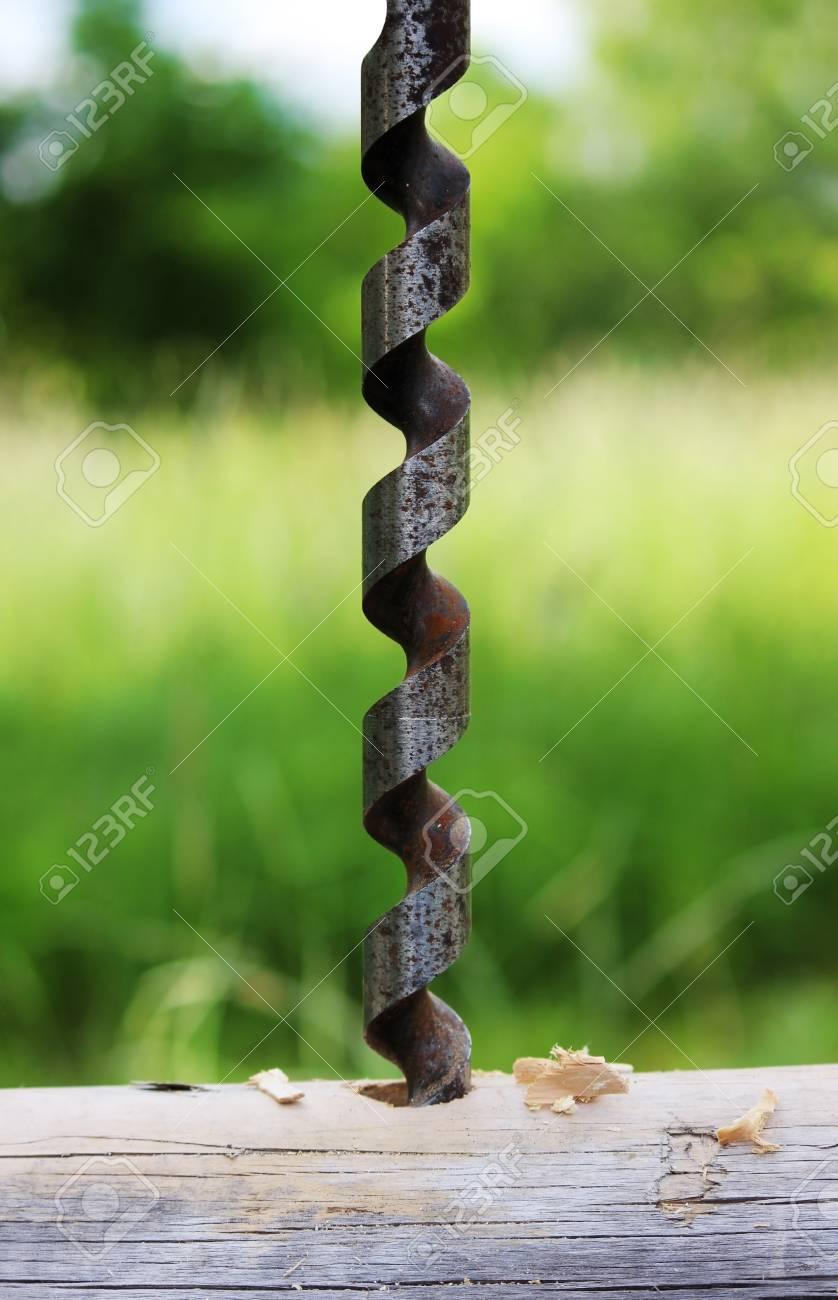 Metallspiralbohrer Für Die Herstellung Von Löchern In Den Klotz ...