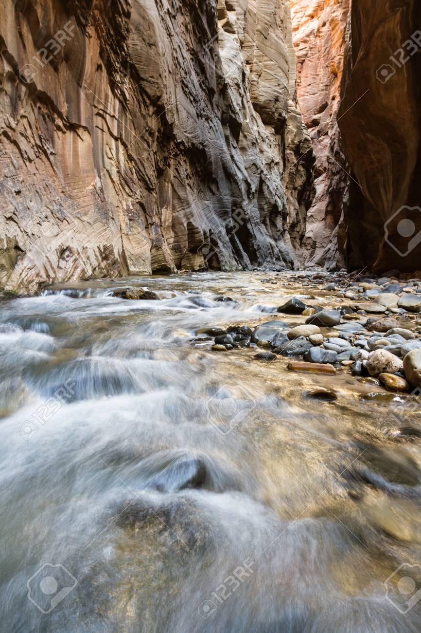 スロット渓谷を流れるバージン川...