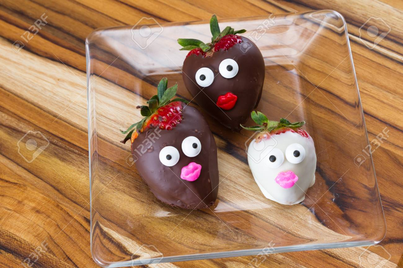 Facial Expressions On Chocolate Covered Strawberries With ...