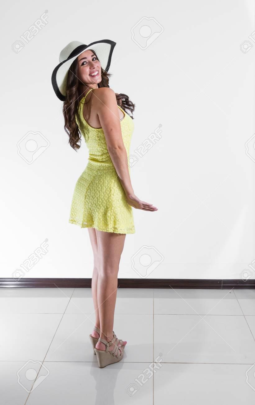 Vêtue D'une Jeune Gros Rica Plan Forme Robe Femme Costa Belle tR585qw