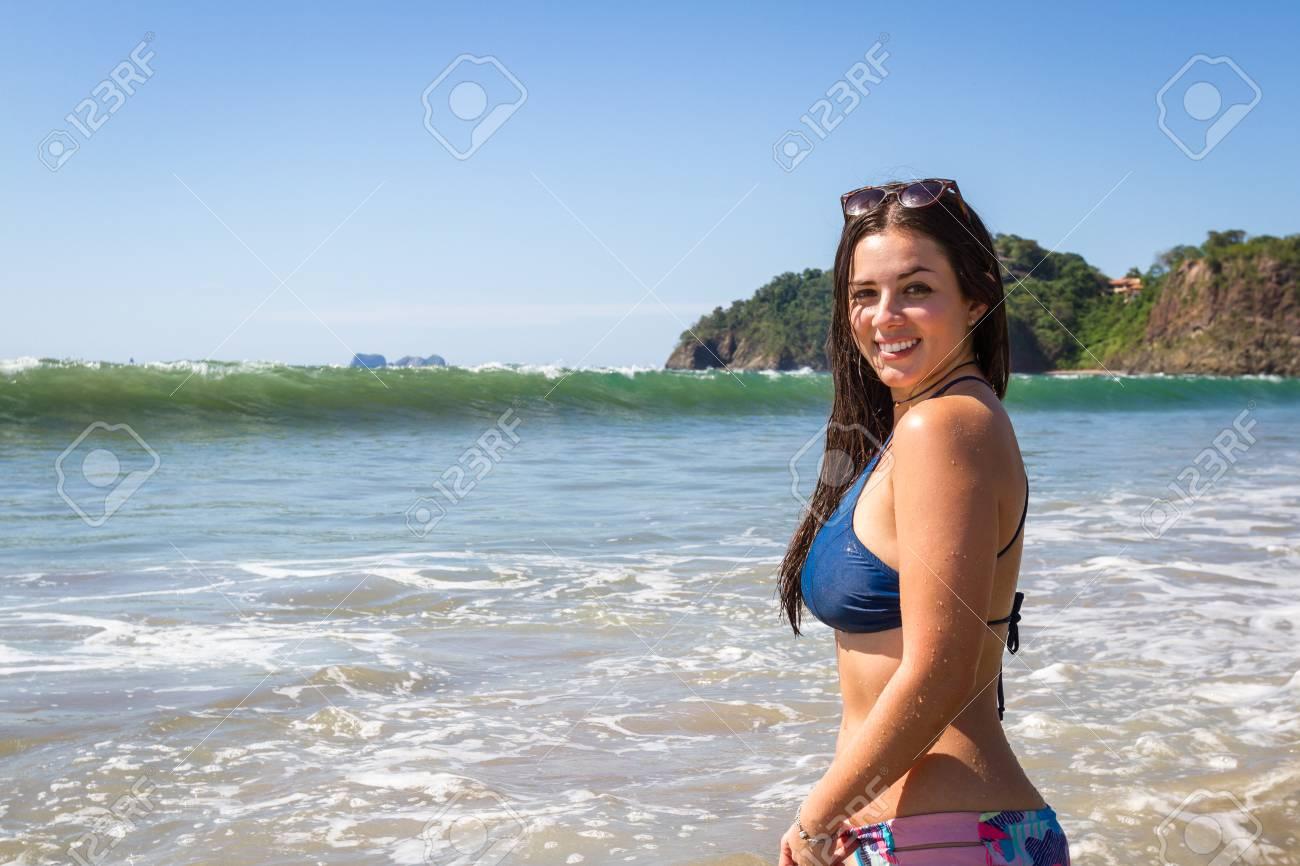 Fotos de modelos en traje de baño en la playa