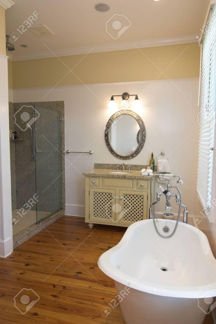 Cuarto de baño de lujo en estilo rústico