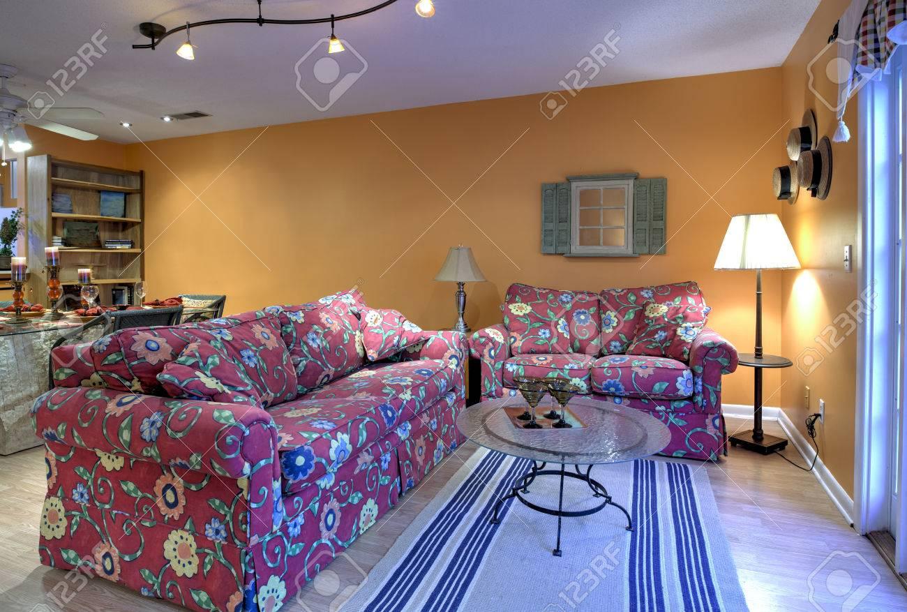 banque dimages salon et salle manger dcore ouvert appartement de concept avec des murs orange
