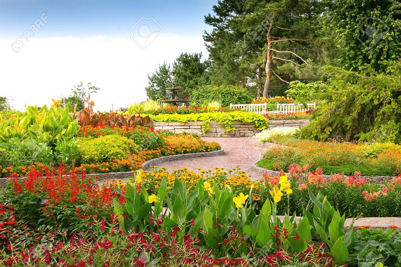 Formal Garden at Minnesota Landscape Arboretum Stock Photo - 15498653 - Formal Garden At Minnesota Landscape Arboretum Stock Photo, Picture