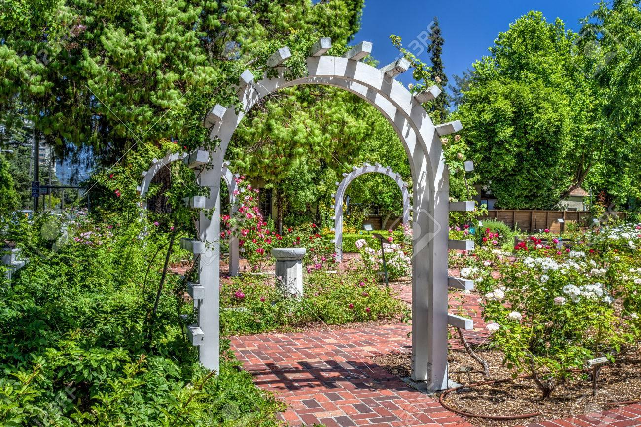 Entrance To An English Rose Garden Stock Photo   25191630