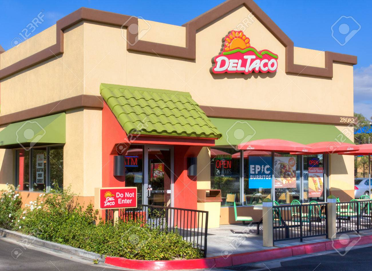 Santa Clarita Ca Usa August 20 2014 Del Taco Restaurant Stock Photo Picture And Royalty Free Image Image 31082138