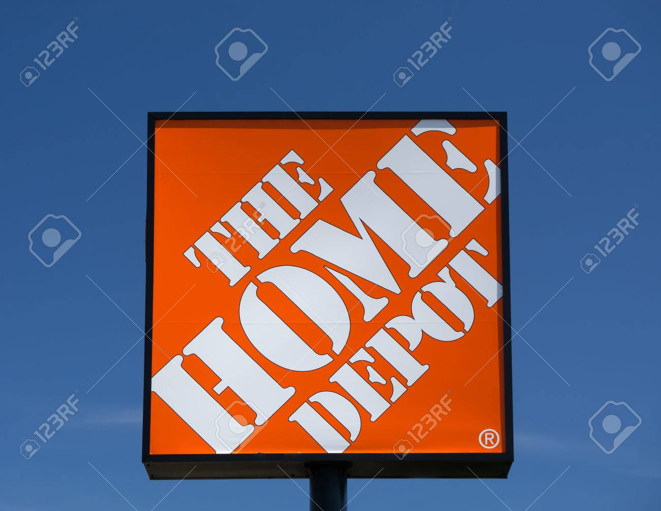 Bloomington Mn Usa August 12 2015 The Home Depot Exterior Stock Photo Picture And Royalty Free Image Image 44159653