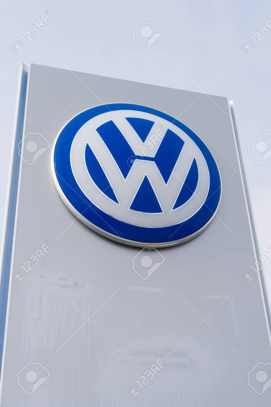 Vw Dealership Mn >> St Louis Park Mn Usa February 5 2018 Volkswagen Dealership