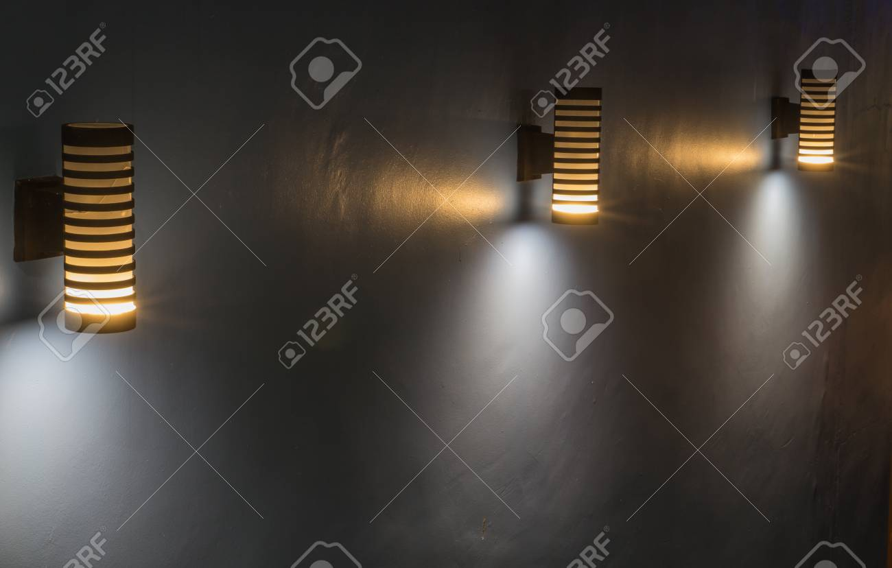 Moderne Lampen 16 : Moderne helle lampe des fußwegs im hotel lizenzfreie fotos bilder