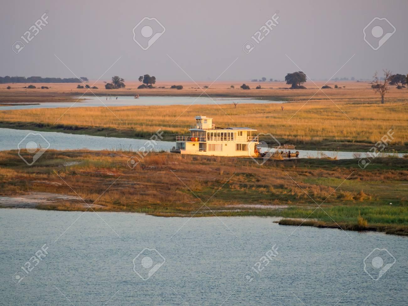 ナミビア、ボツワナのチョベ国立...