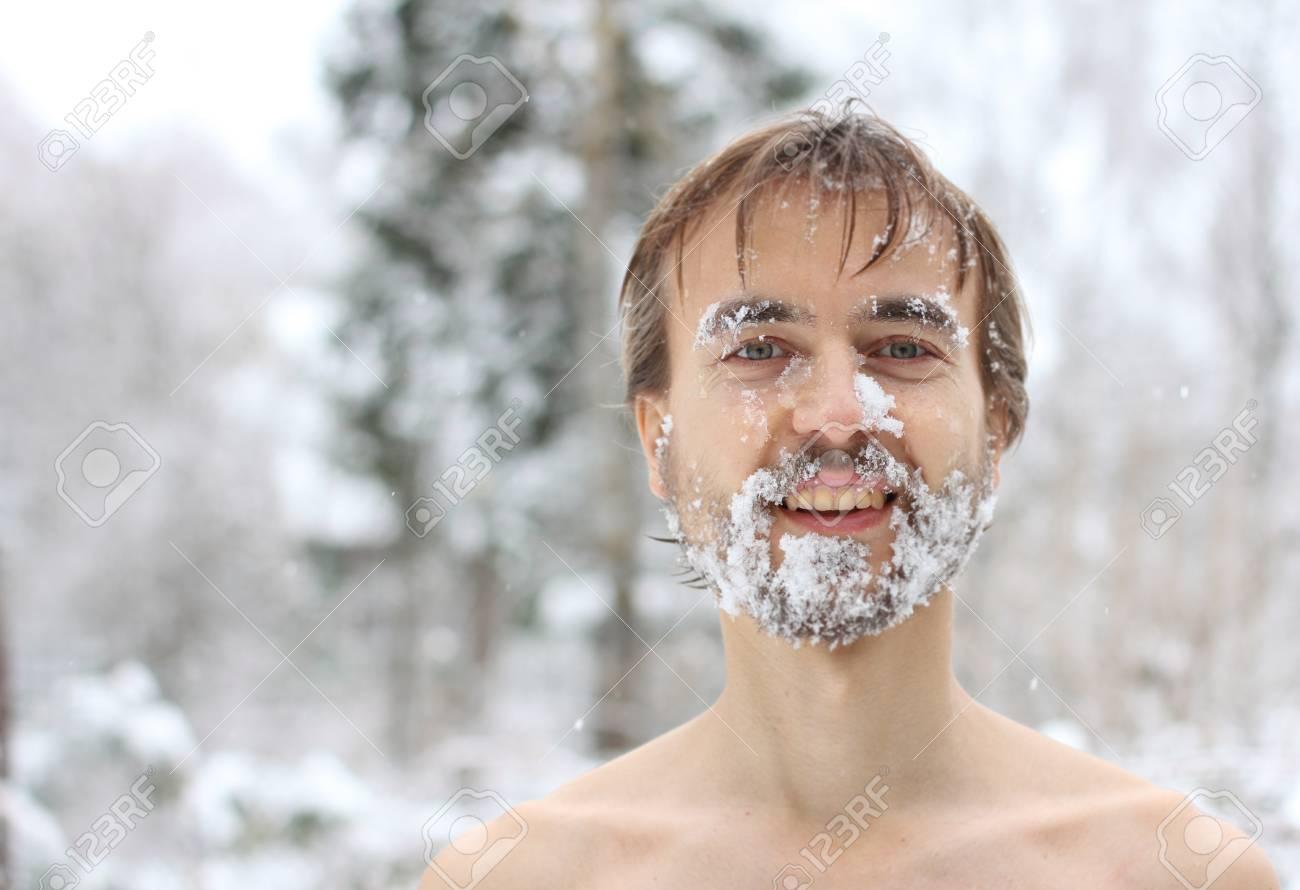 肖像画の雪のひげを持つ男、冬、風邪に対して腹を拵える の写真素材 ...