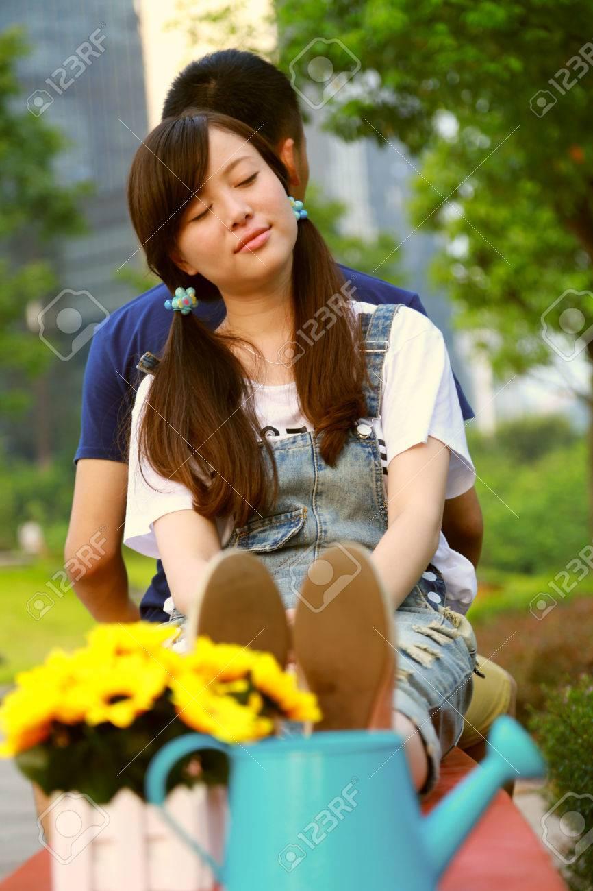 banque dimages fatigu amant dos appuy contre la jeune fille chinoise