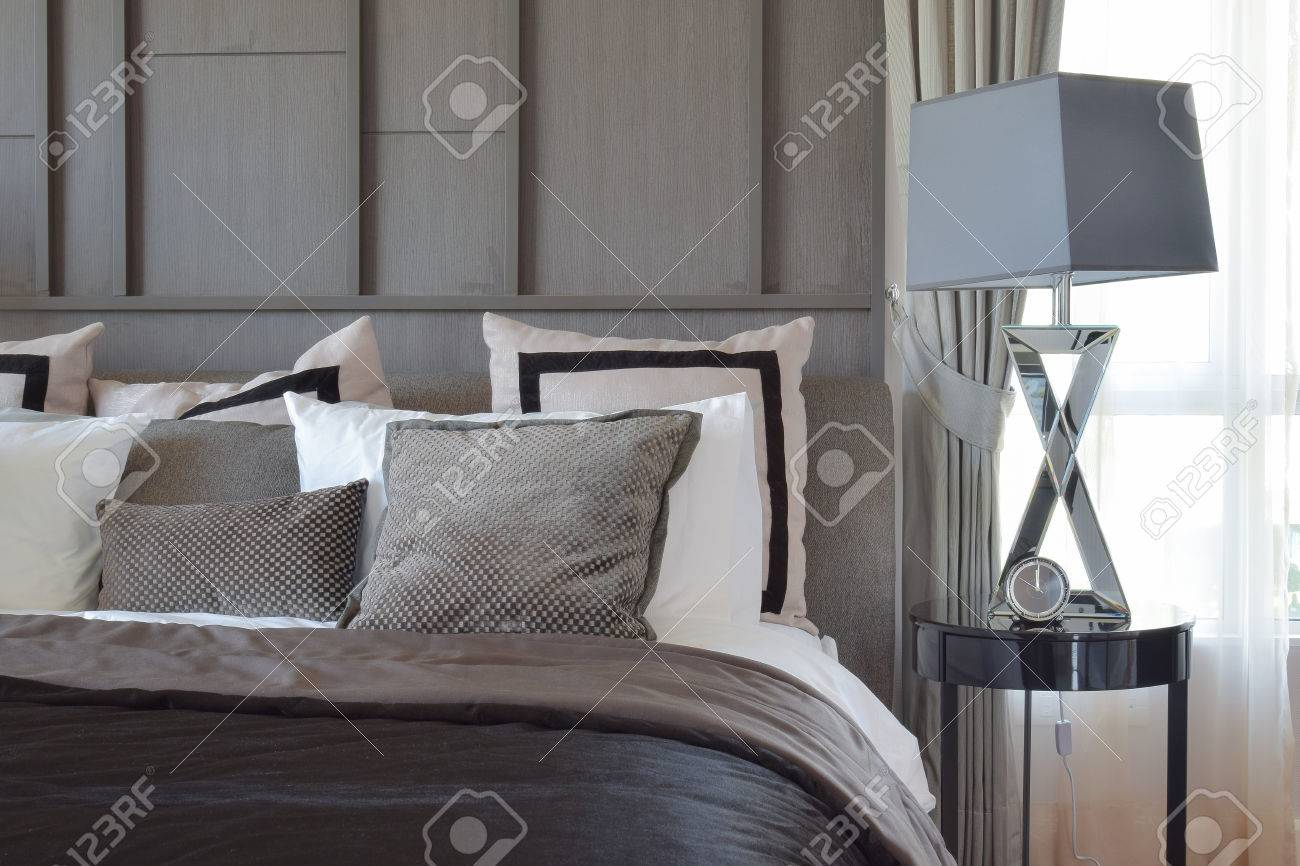 Letto E Cuscini: Letti con testata e cuscini reclinabili. Photo ...