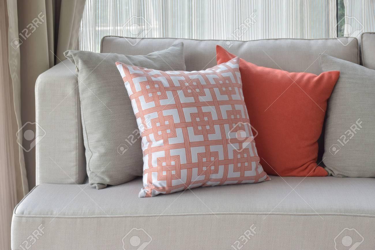 banque dimages motif chinois en orange avec des oreillers orange et gris profond sur la lumire canap gris - Canape Profond