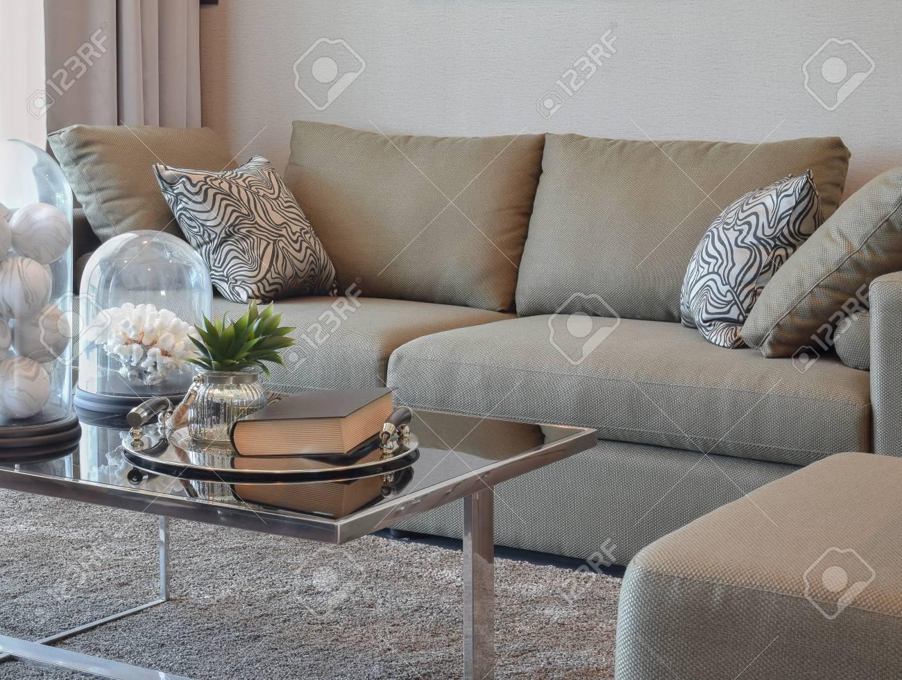 Canapé en velours, tendance déco - ClemAroundTheCorner