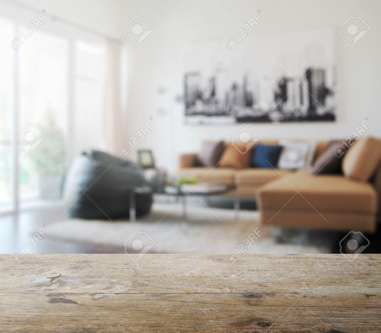 Table En Bois Haut Avec Un Flou De L Interieur Salon Moderne Comme Toile De Fond