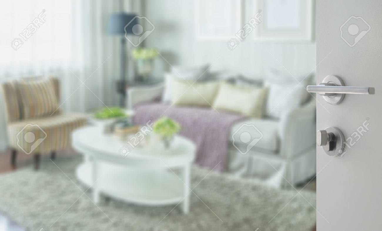 Wohnzimmer Tür, weiße tür zu klassischen wohnzimmer interieur mit eleganten sofa, Design ideen