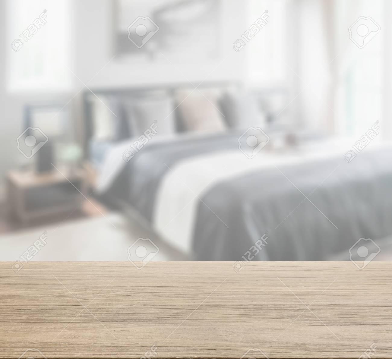 Tischplatte Aus Holz Mit Unscharfe Der Modernen Schlafzimmer In