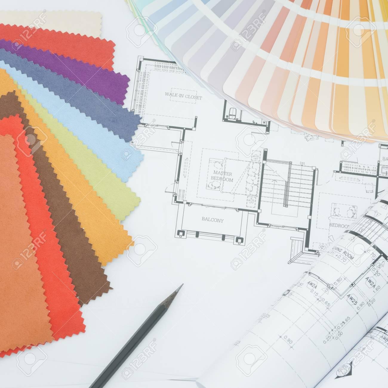Table De Travail Designer Interor Avec Dessin échantillon De Tissu Et Palette De Couleurs
