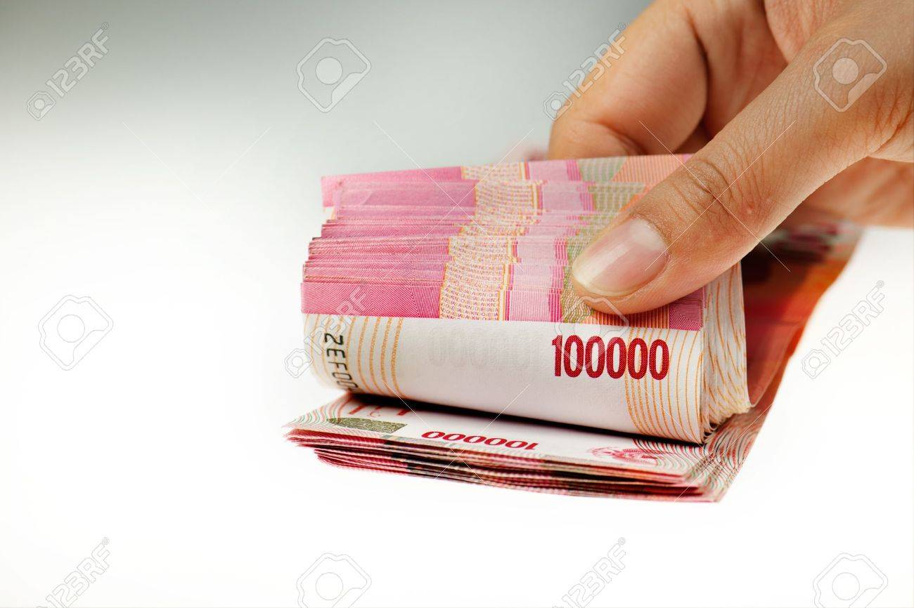 Hand counting indonesia money isolated on white background Stock Photo - 8953706