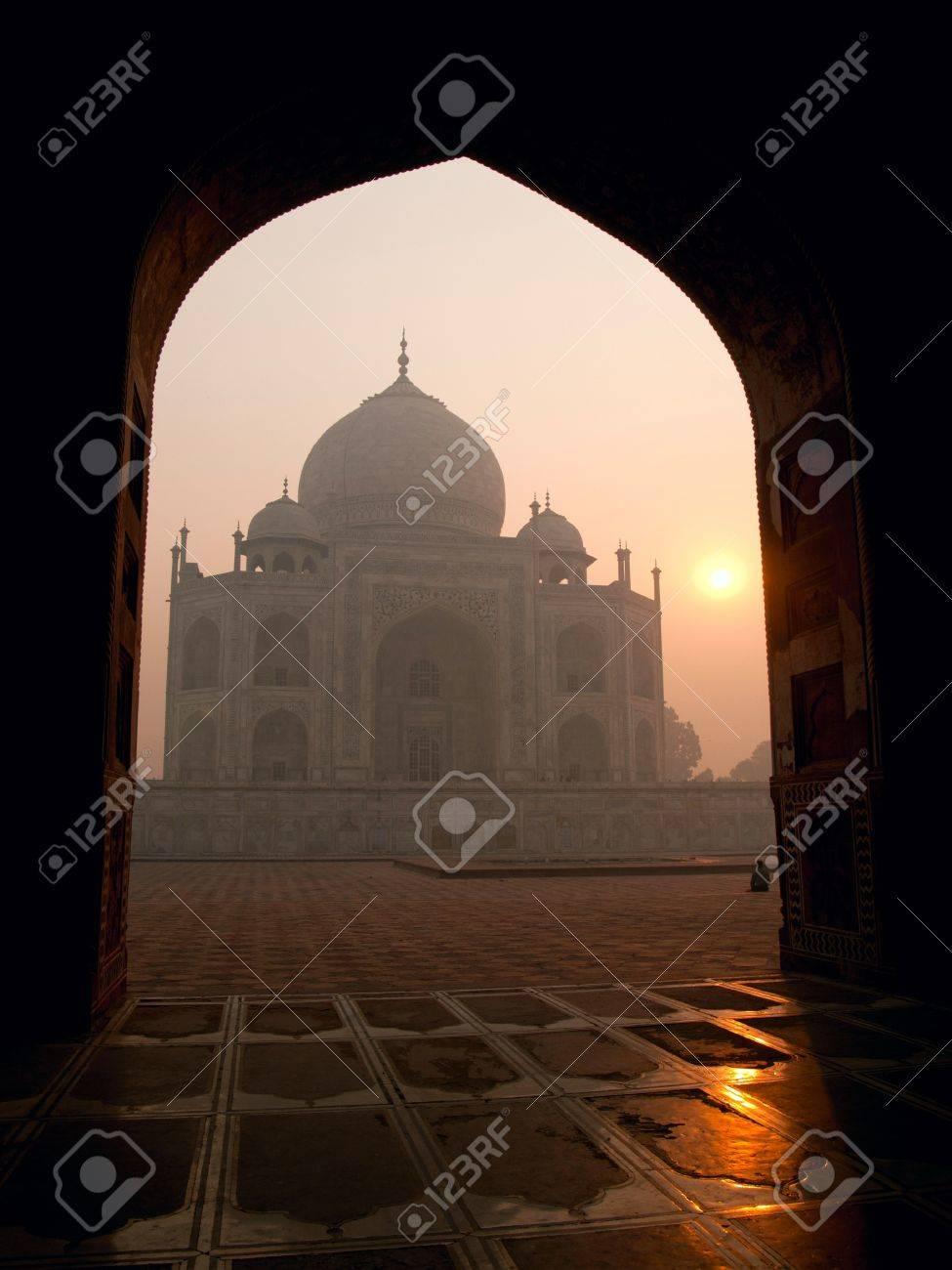 The beautiful Taj Mahal in the morning, Agra - India Stock Photo - 10828024