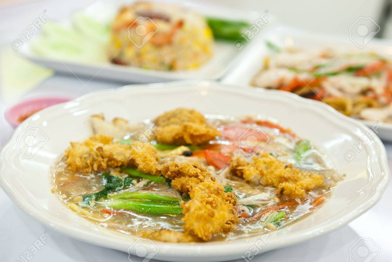 Rat Na Soup Golden Mushroom And Fried Chicken In Thai Chinese