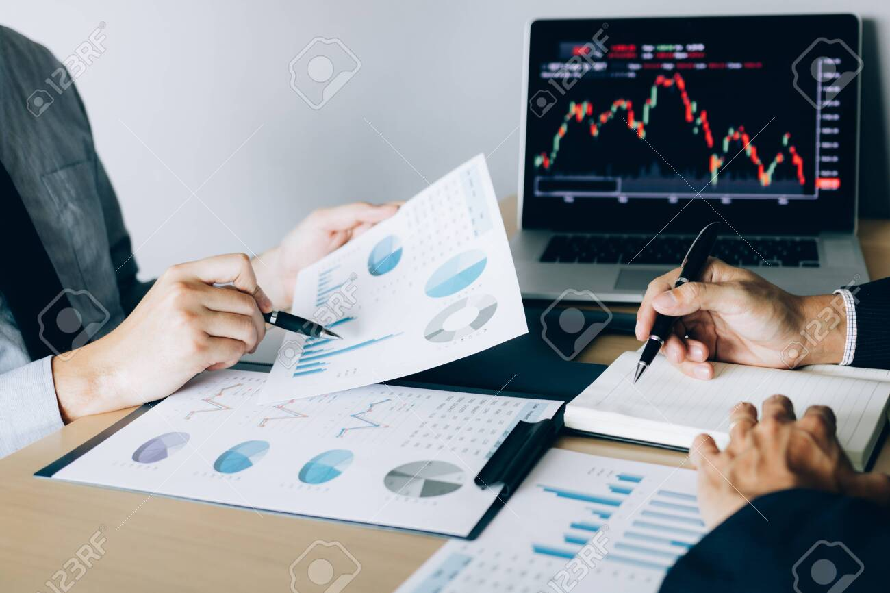 Investors pointed to the company operating results and then shared the results and recorded it in the notebook at the office. - 119356937