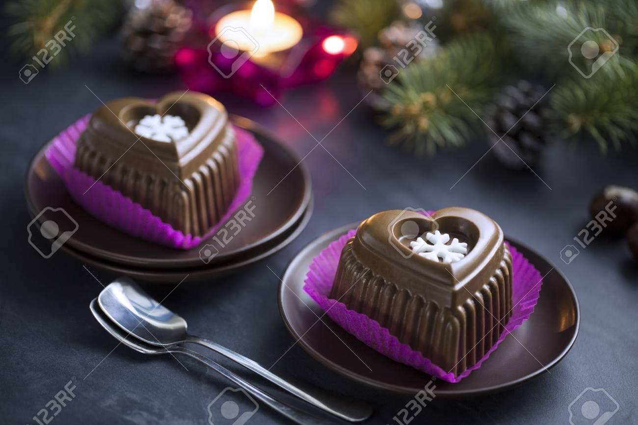 Schokoladen Herz Kuchen Mit Weisser Schneeflocke Fur Silvester
