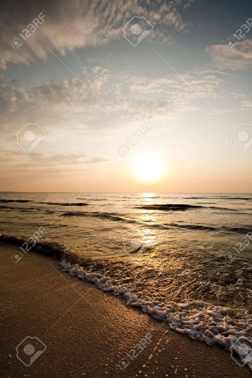 Sunrise with beautiful colors at the sea shore Stock Photo - 5253432