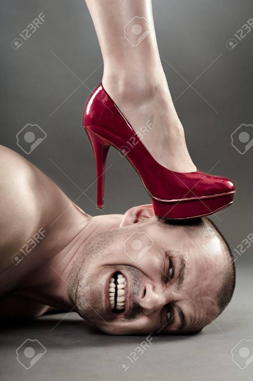 Топтать мужчину ногми 12 фотография