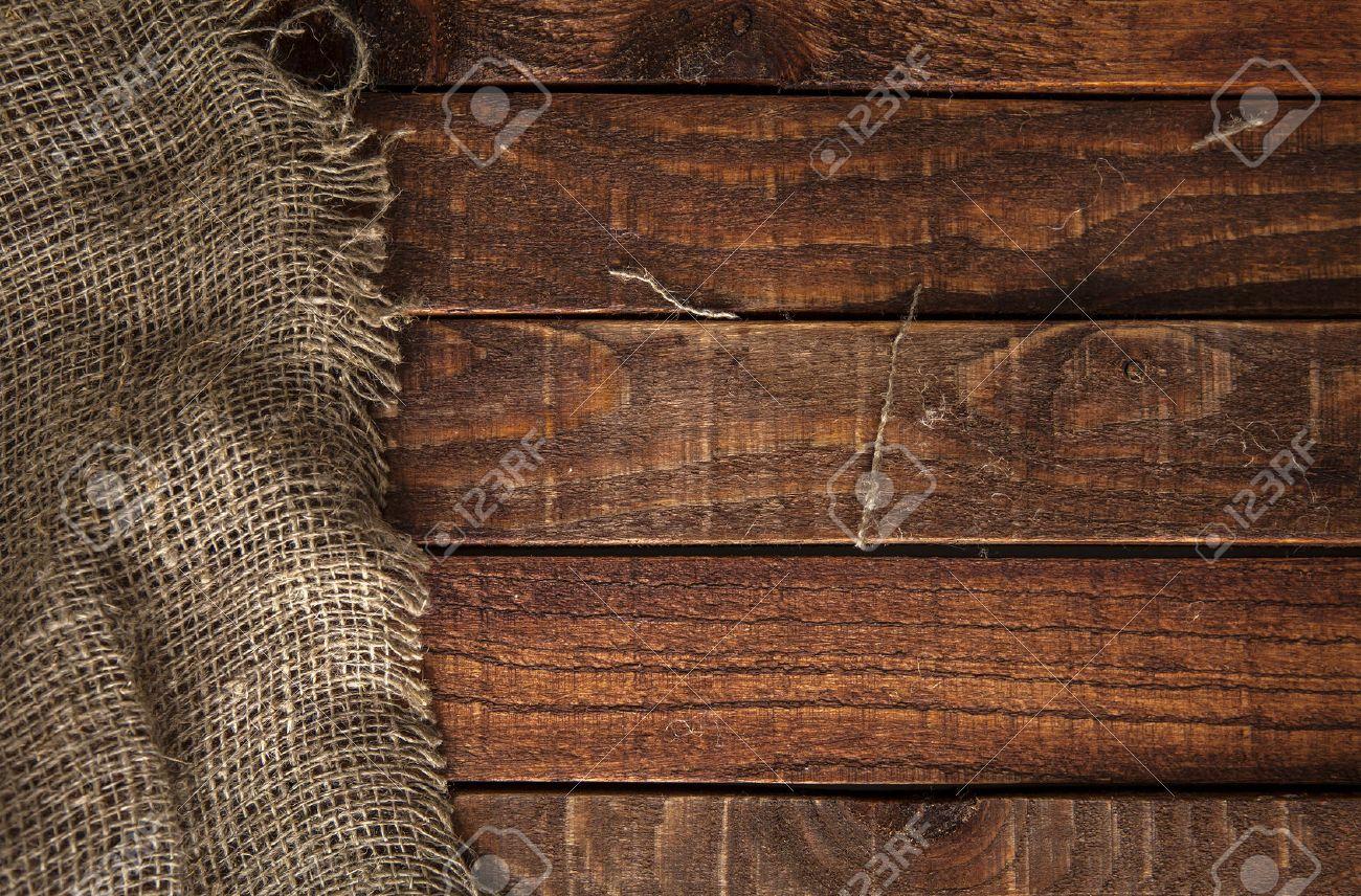 textura de la arpillera en el fondo mesa de madera mesa de madera con saqueo