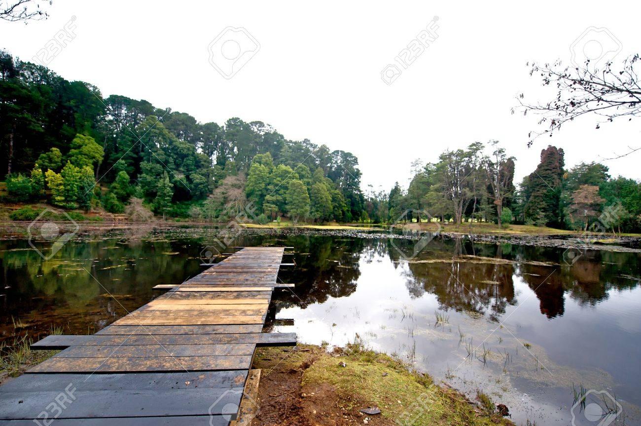 Laguna De Embarcadero Y Paceful. Bajo ISO Y Un Marco Completo. Lente ...