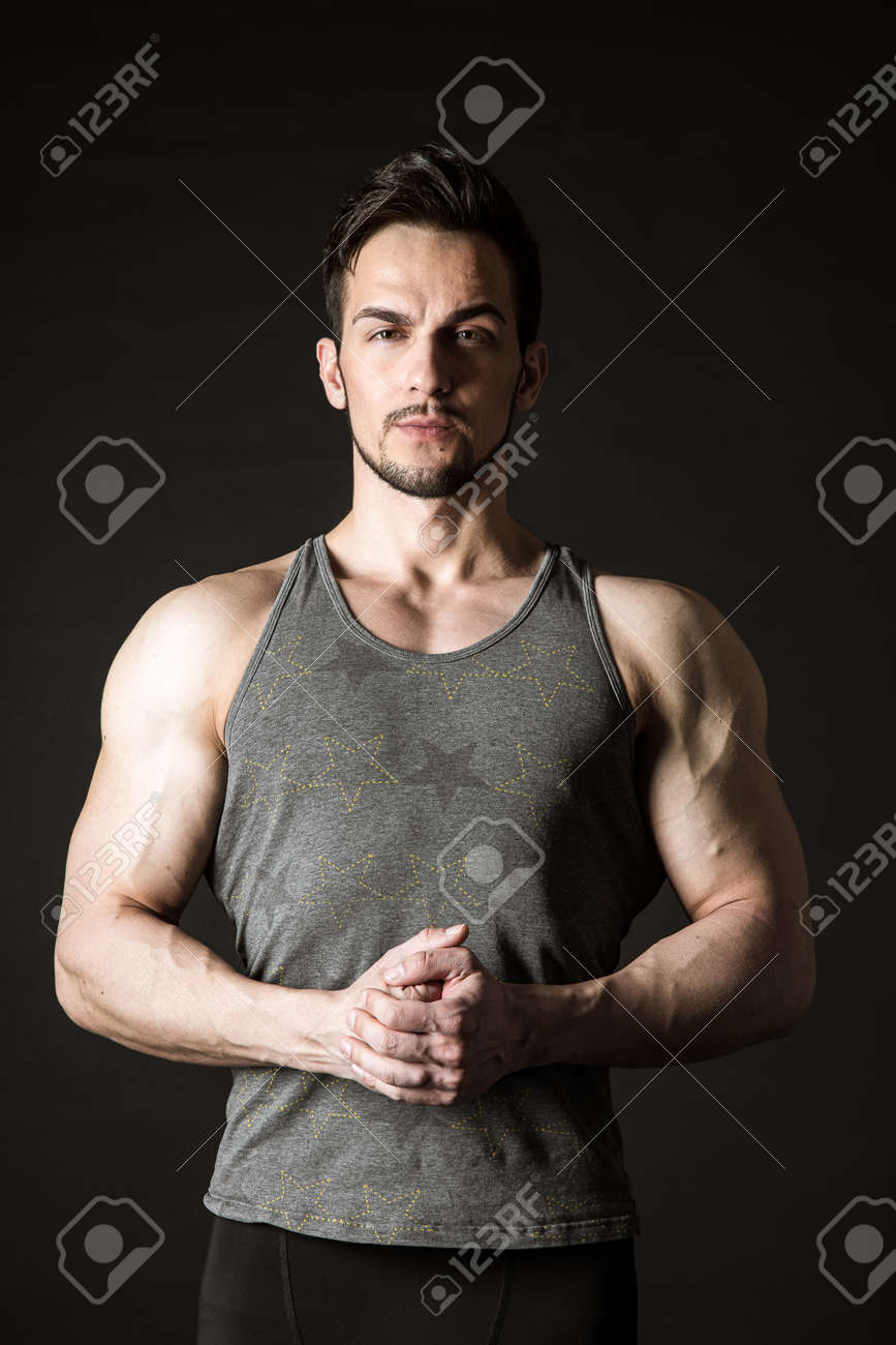 Awesome portrait of a handsome sporty model on a dark background - 171672553
