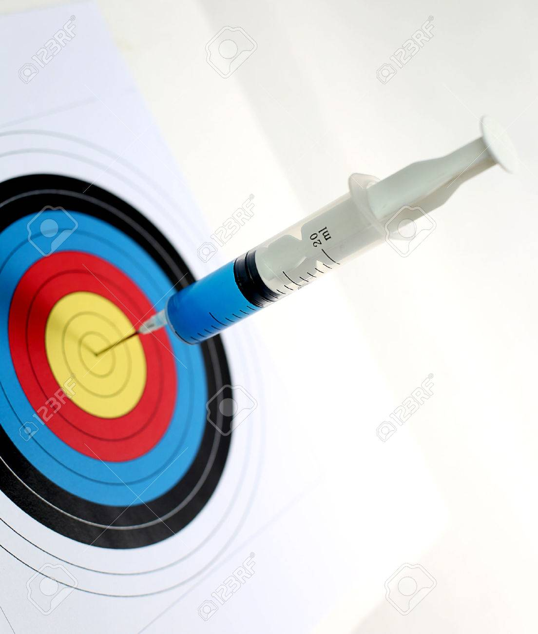 Precision medical syringes hit the bull's eye - 51164998
