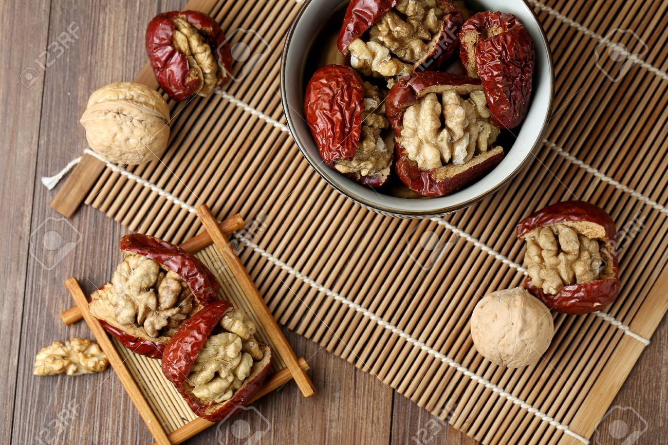 red dates and walnut - 54104090