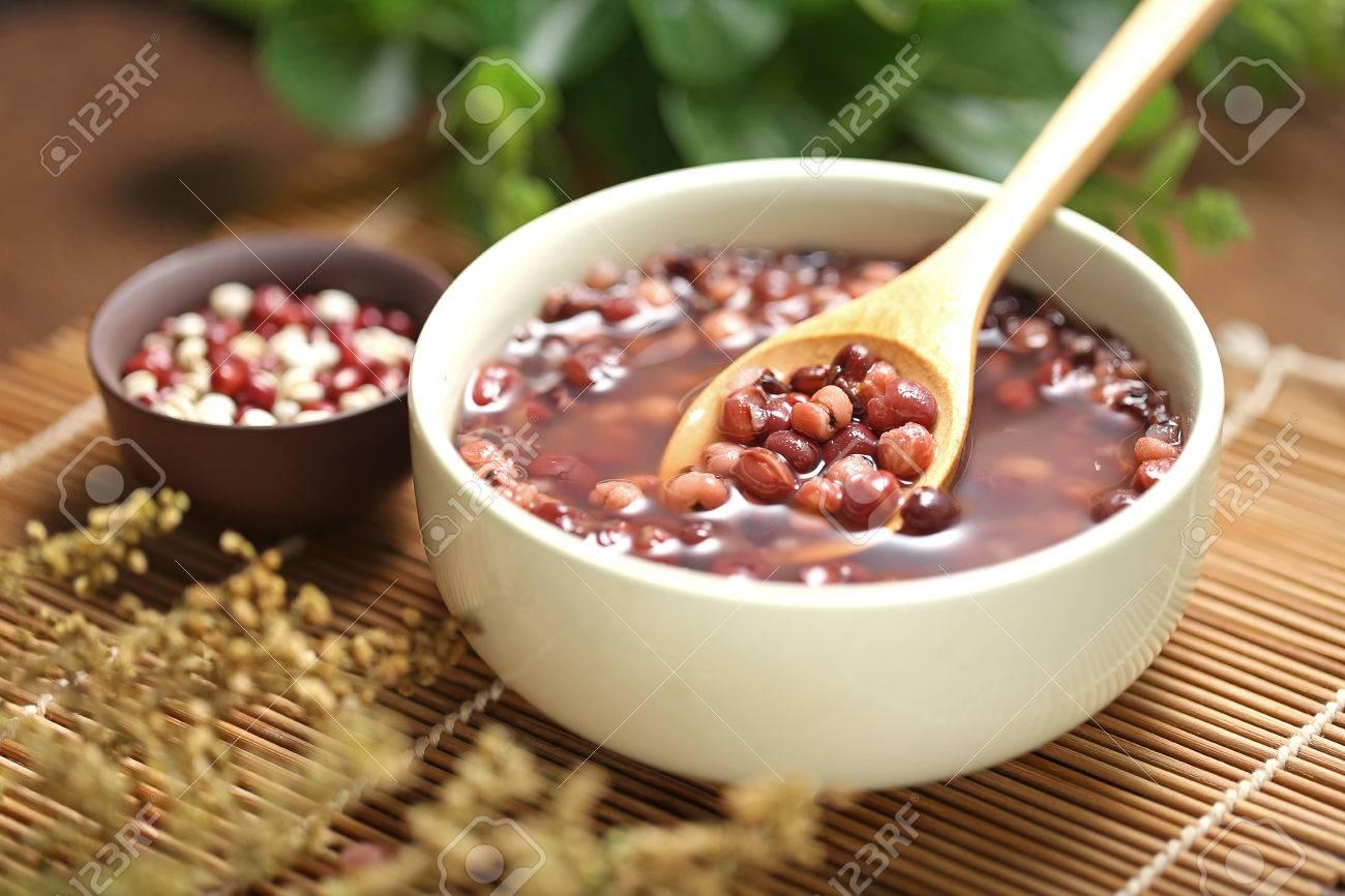 Red beans and barley porridge - 58516343