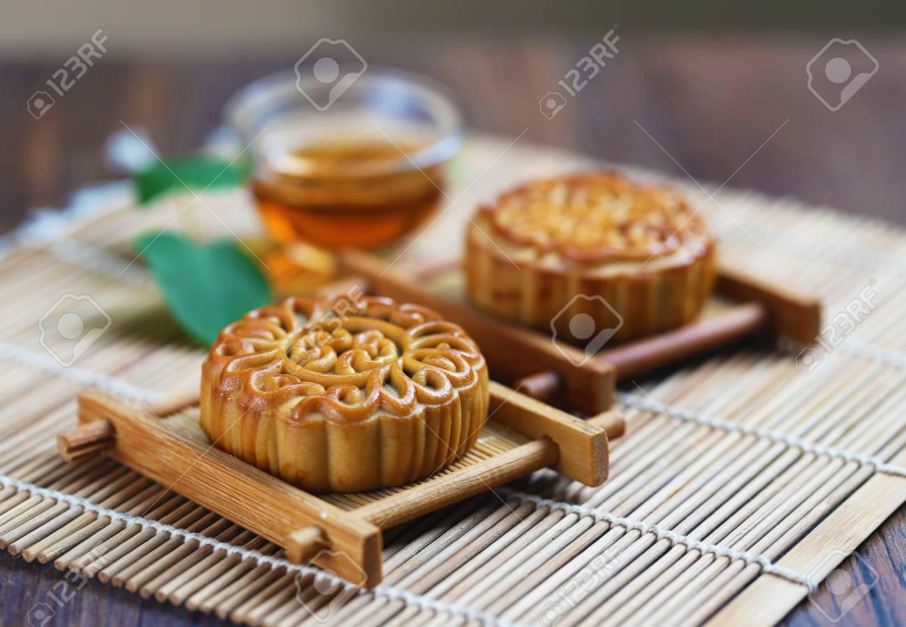 Mid Autumn Festival moon cake - 61192506