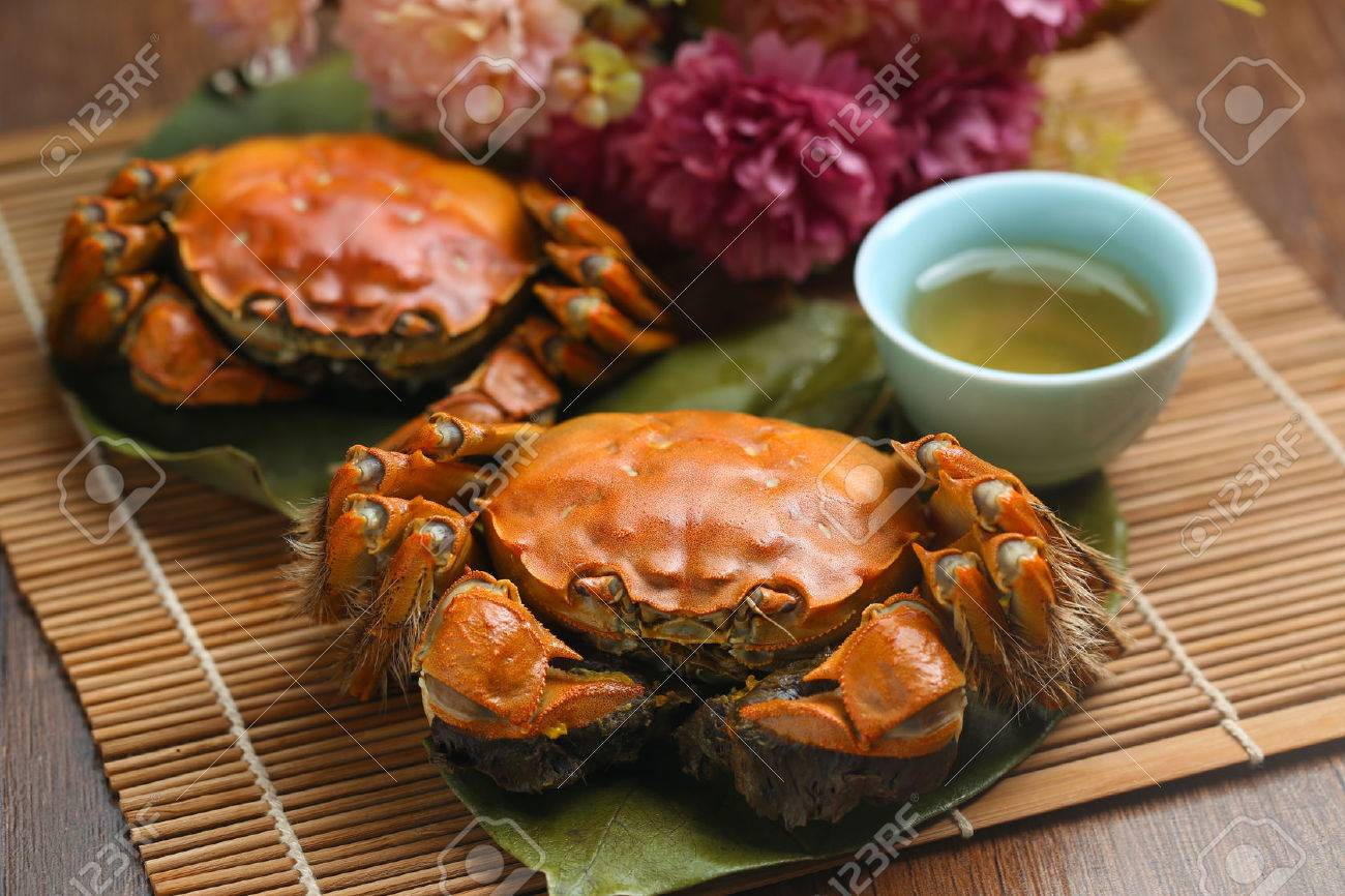 steamed crabs from yangcheng lake - 64664434